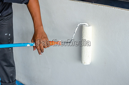 painters use white paint rollers