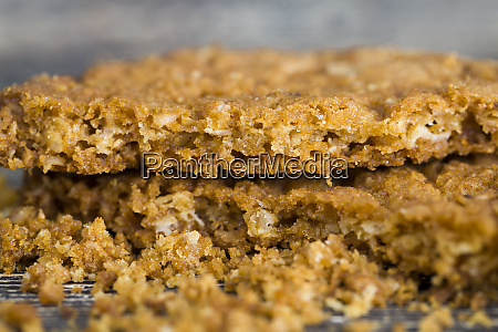 crumbly oatmeal crusty