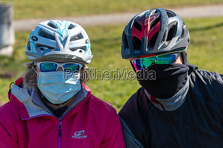 two cyclists protective mask coronavirus