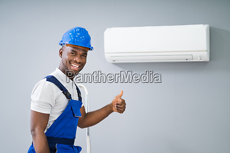 male electrician gesturing thumbs up