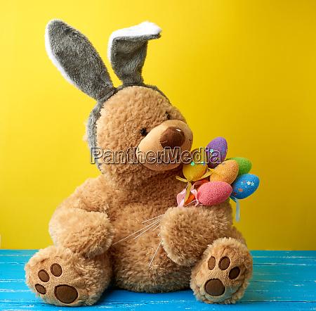 big cute brown teddy bear holding