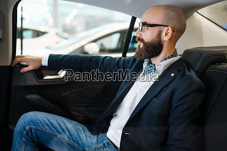 man checks the comfort of rear