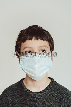young boy wearing fact mask during
