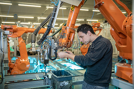 concept industry 40 the man adjusts