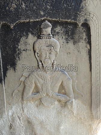 wall figure sculpture in angkor wat