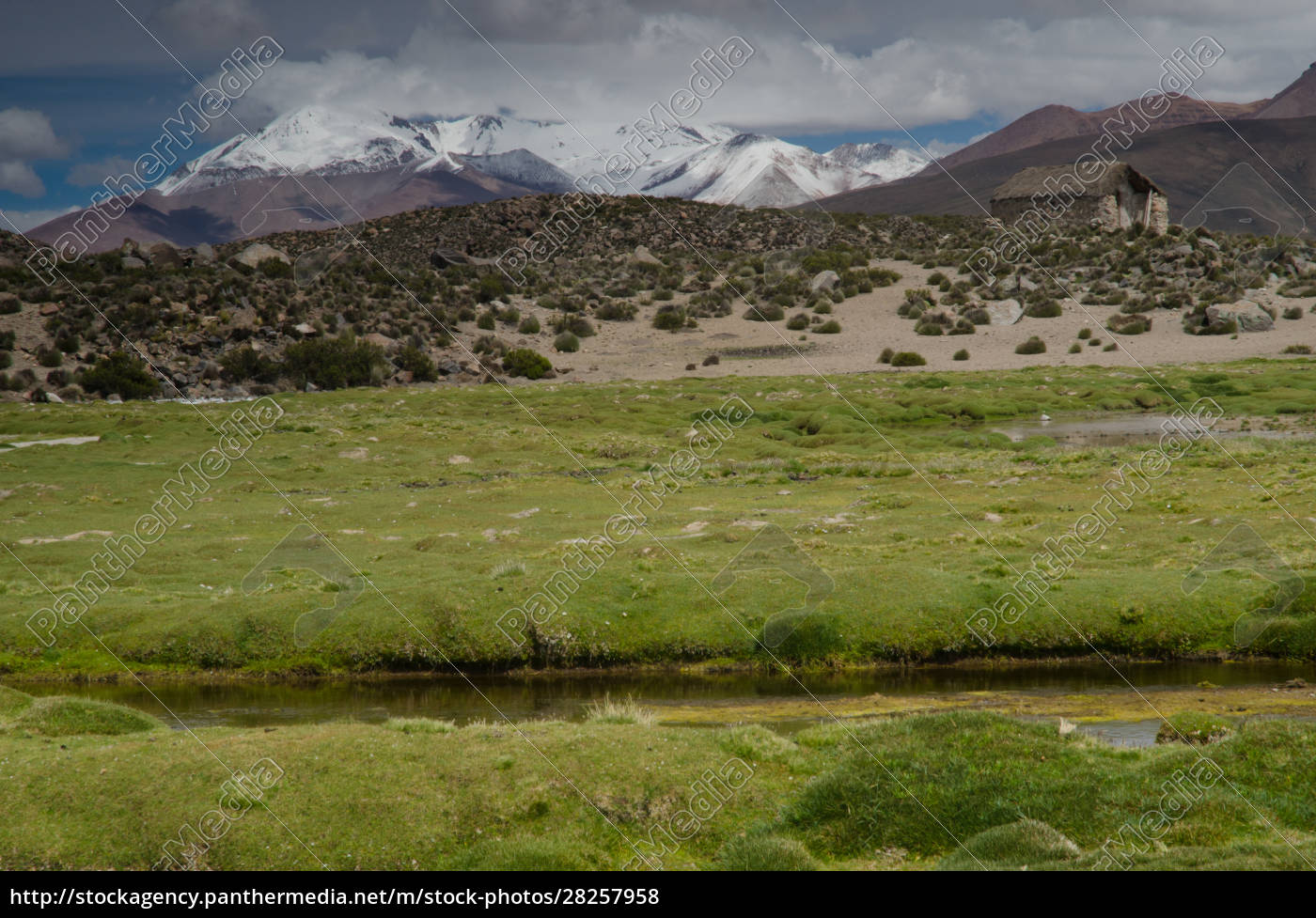 meadow, , hut, and, mountains, in, lauca - 28257958
