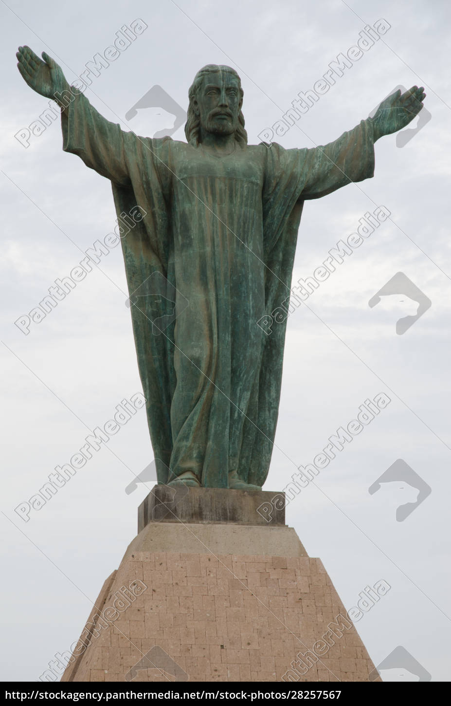 statue, of, jesus, christ, in, the - 28257567
