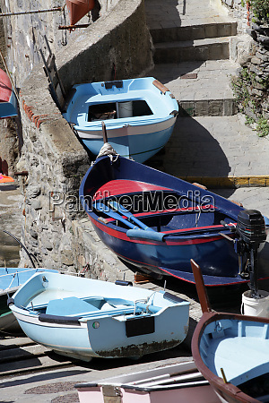 the, fishing, boats, in, cinque, terre - 28257897