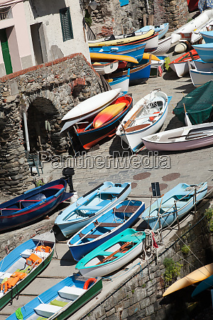 the, fishing, boats, in, cinque, terre - 28257900