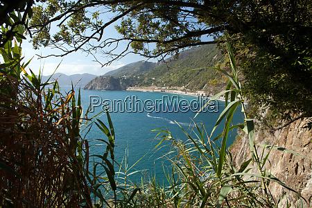 cinque terre coast between manarola and