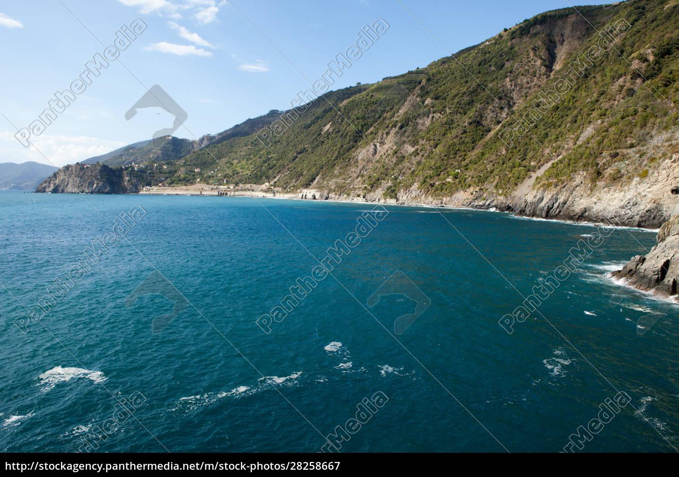 cinque, terre-coast, between, manarola, and, corniglia - 28258667