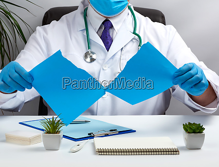 doctor, in, a, white, medical, coat - 28258518