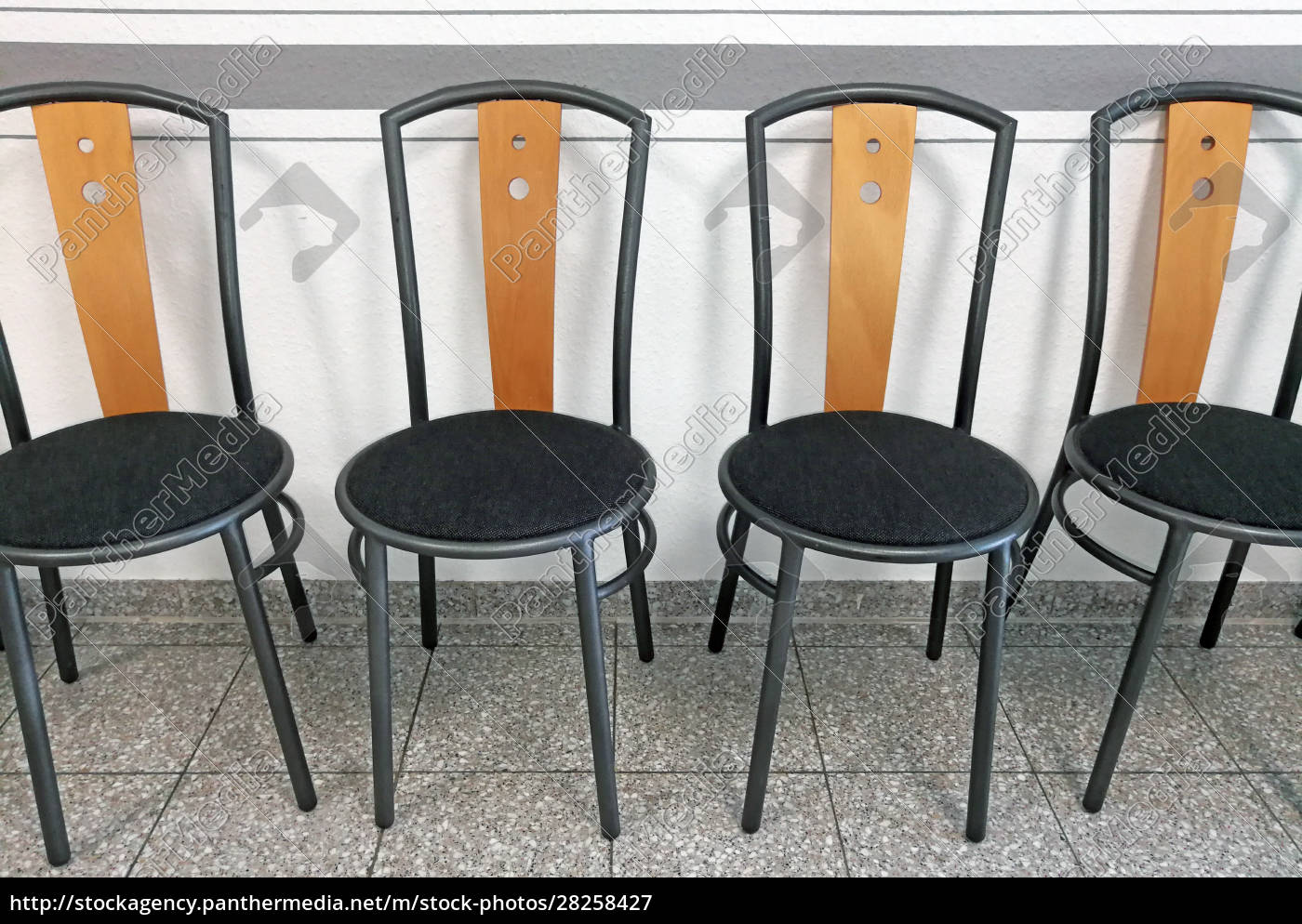 empty, chairs, in, the, waiting, room - 28258427