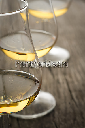 glass, of, whiskey, as, close-up - 28258637