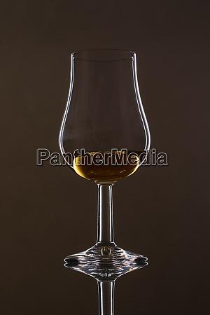 glass, with, scottisch, whisky, und, reflection - 28258619