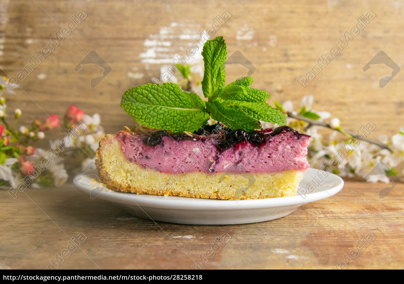 slices, of, blueberry, mousse, cake, with - 28258218