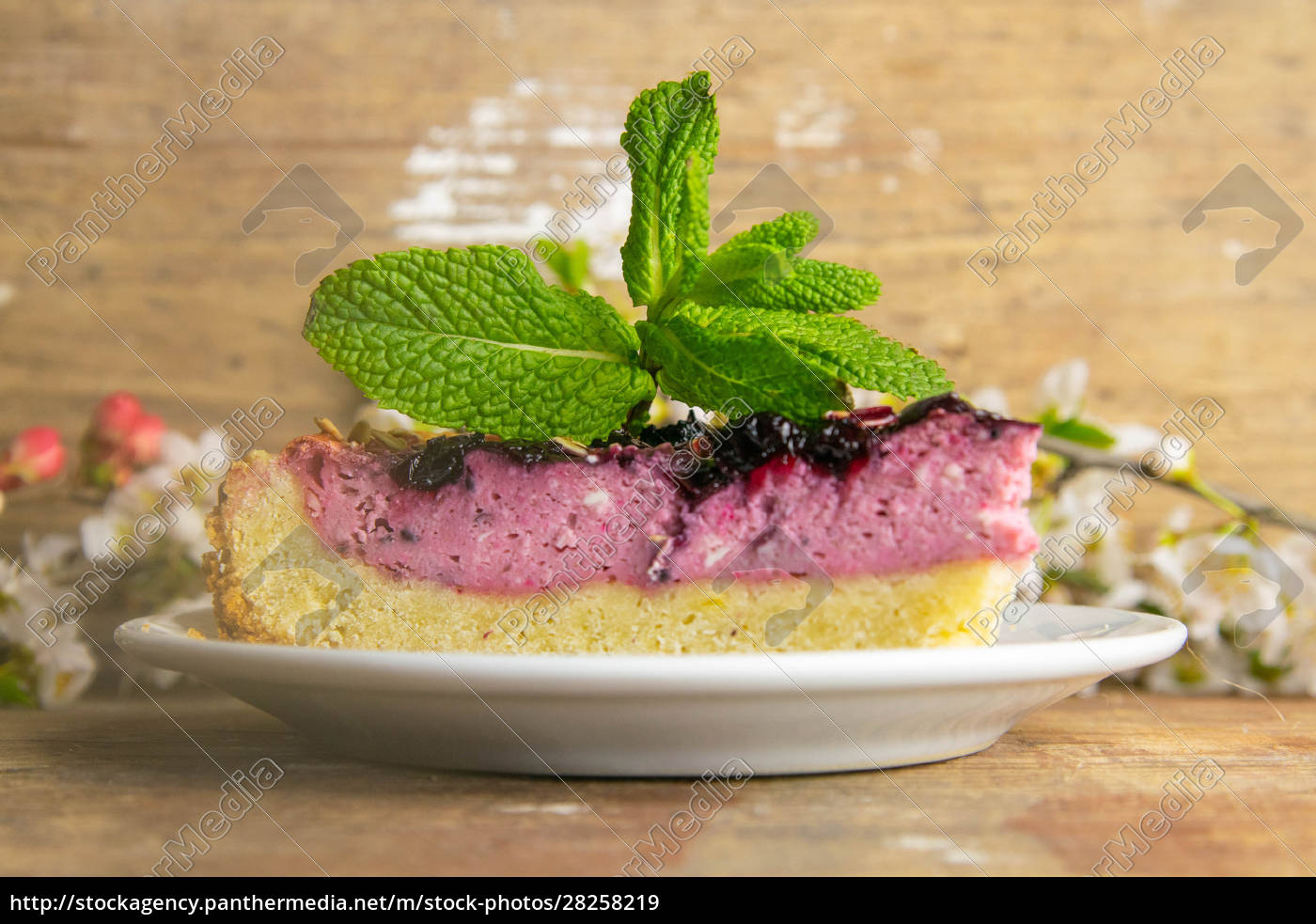 slices, of, blueberry, mousse, cake, with - 28258219