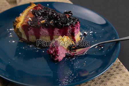 slices, of, blueberry, mousse, cake, with - 28258312