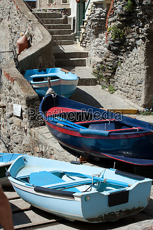 the, fishing, boats, in, cinque, terre - 28258048