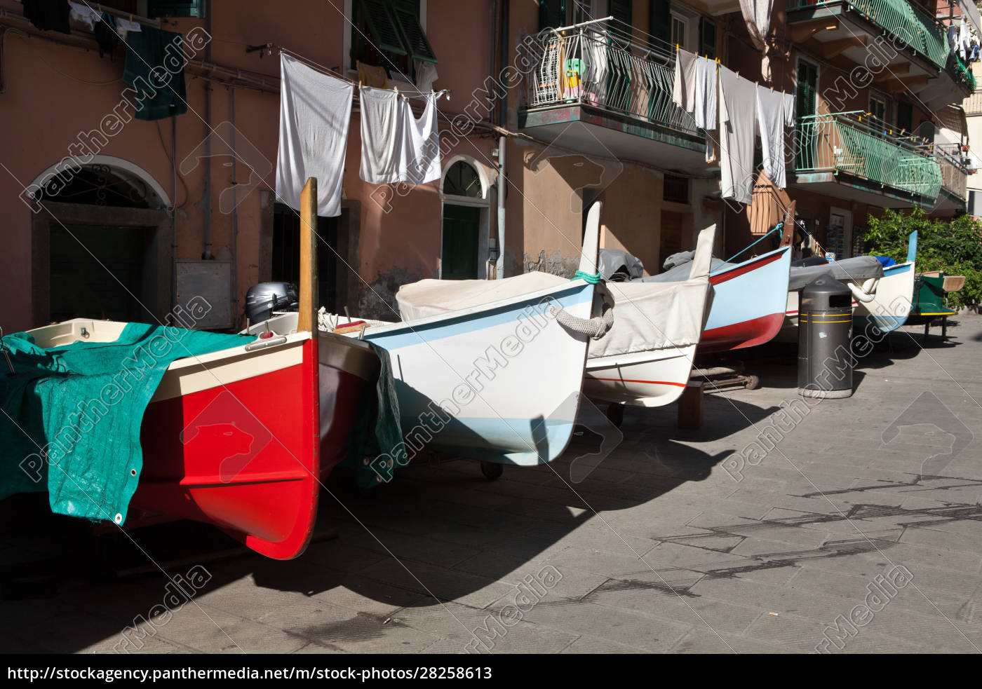 the, fishing, boats, in, cinque, terre - 28258613