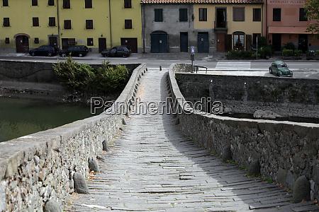 ponte della maddalena across the serchio