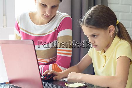 girl, focused, on, homework, online - 28259012