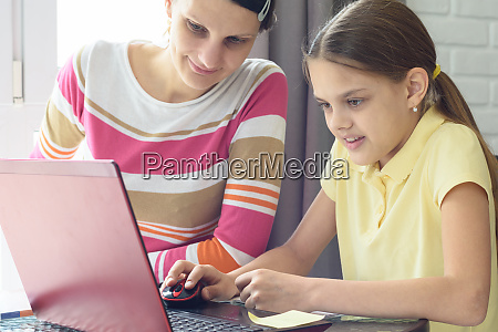 girl, learns, to, work, on, the - 28259014