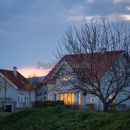 residential, building, house, in, the, evening - 28259373