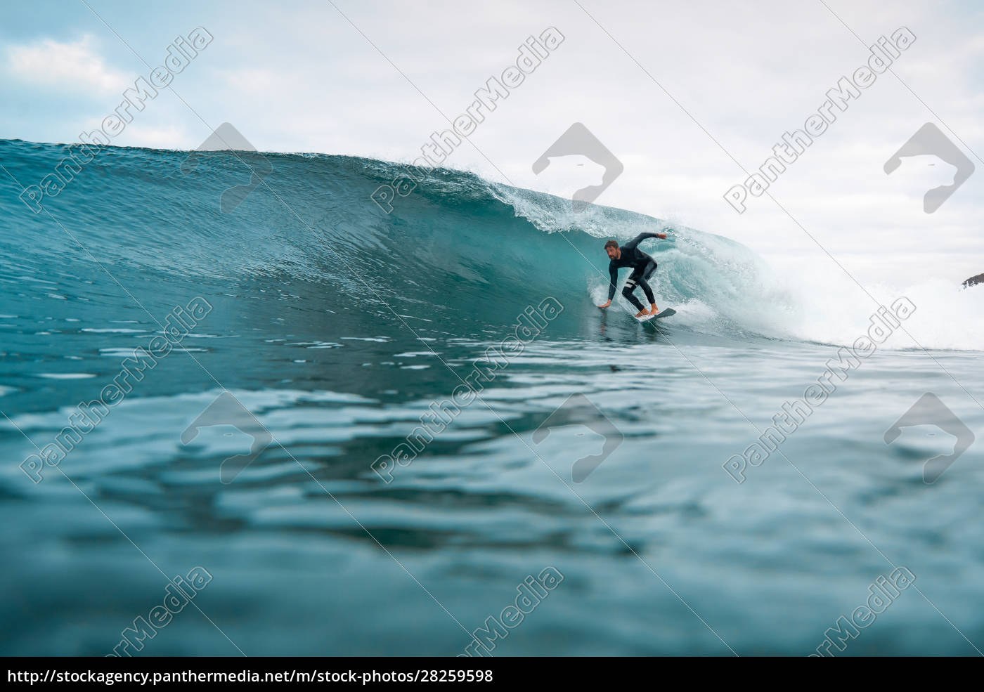 surfer, riding, waves, on, the, island - 28259598
