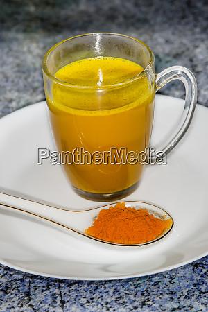 turmeric milk and turmeric powder