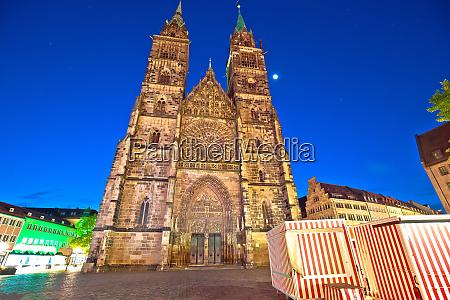 nurnberg st lorenz church and square