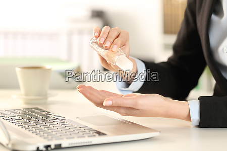 business, woman, cleaning, hands, with, sanitizer - 28277864