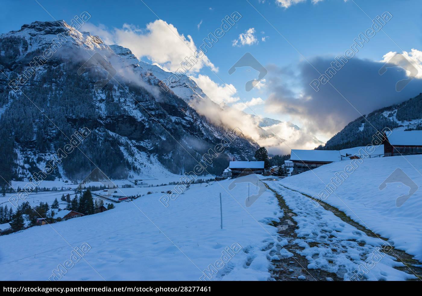 snowy, farm, houses, at, the, blue - 28277461