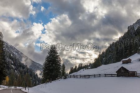valle, aurina, on, an, winter, evening - 28277425