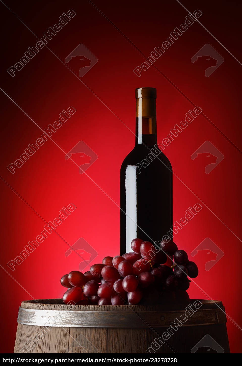 black, bottle, of, wine, with, grapes - 28278728