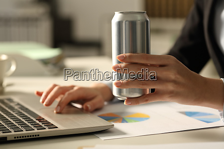 business, woman, hands, holding, soda, can - 28278019