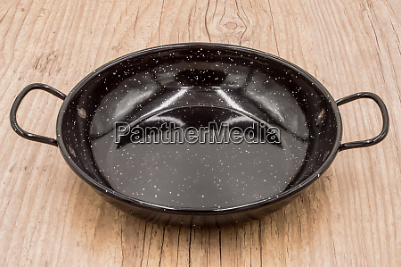 empty, paella, pan, on, an, old - 28278222