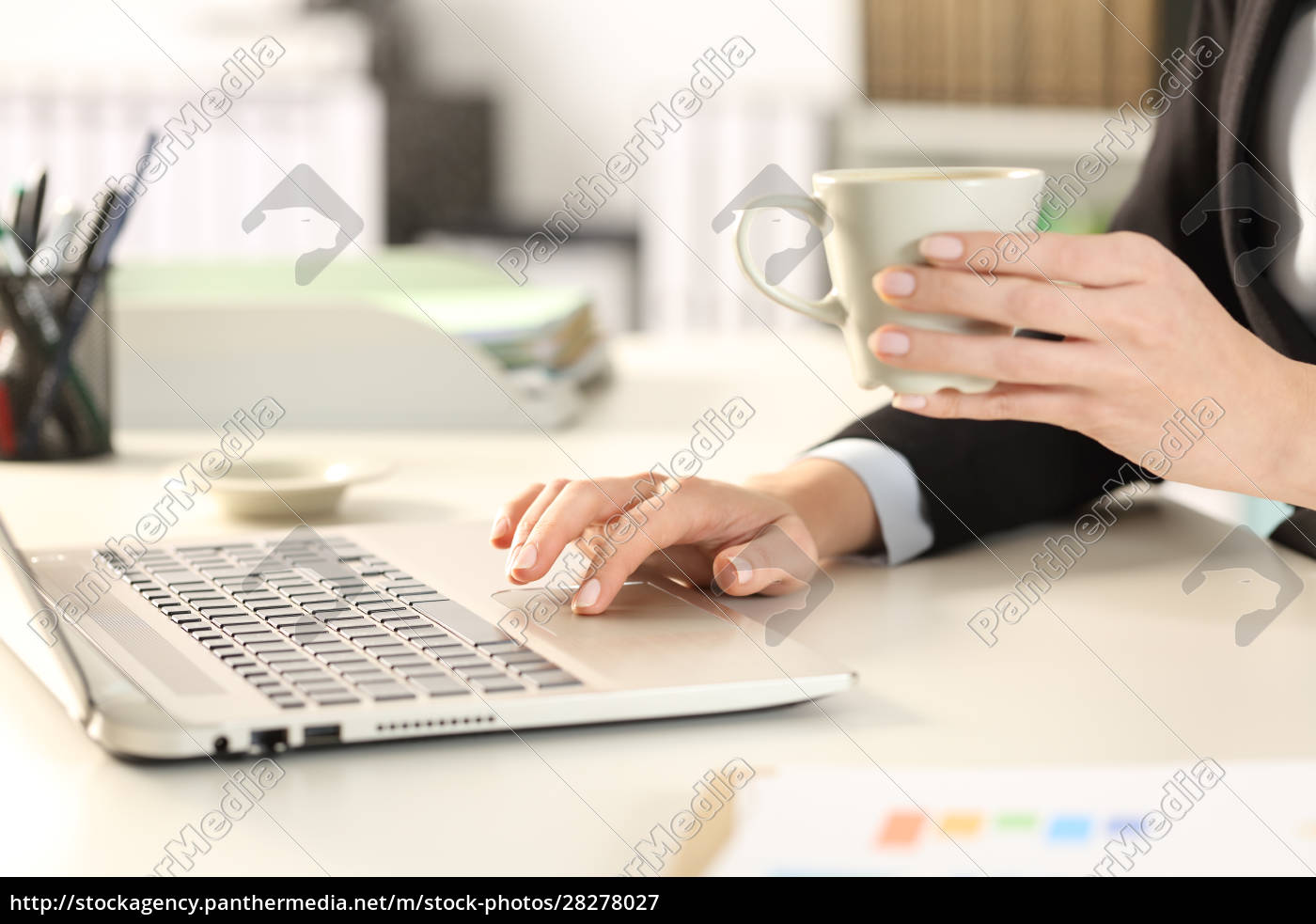 executive, hand, using, laptop, holding, a - 28278027