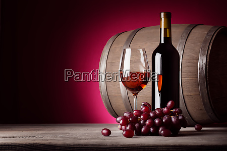 glass, of, red, wine, with, bottle - 28278873