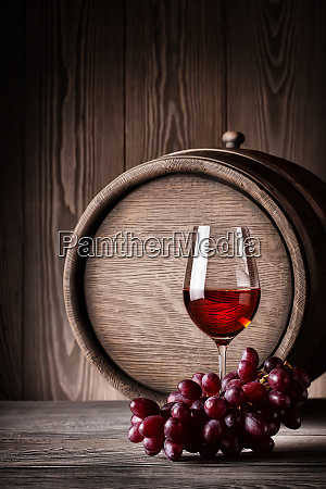 glass, red, wine, with, grapes - 28278769