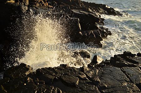 waves, splashing, on, the, rocks, on - 28278446