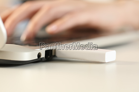 woman, hands, working, on, laptop, with - 28278014