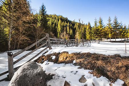 wooden, fence, in, a, snowy, field - 28278750