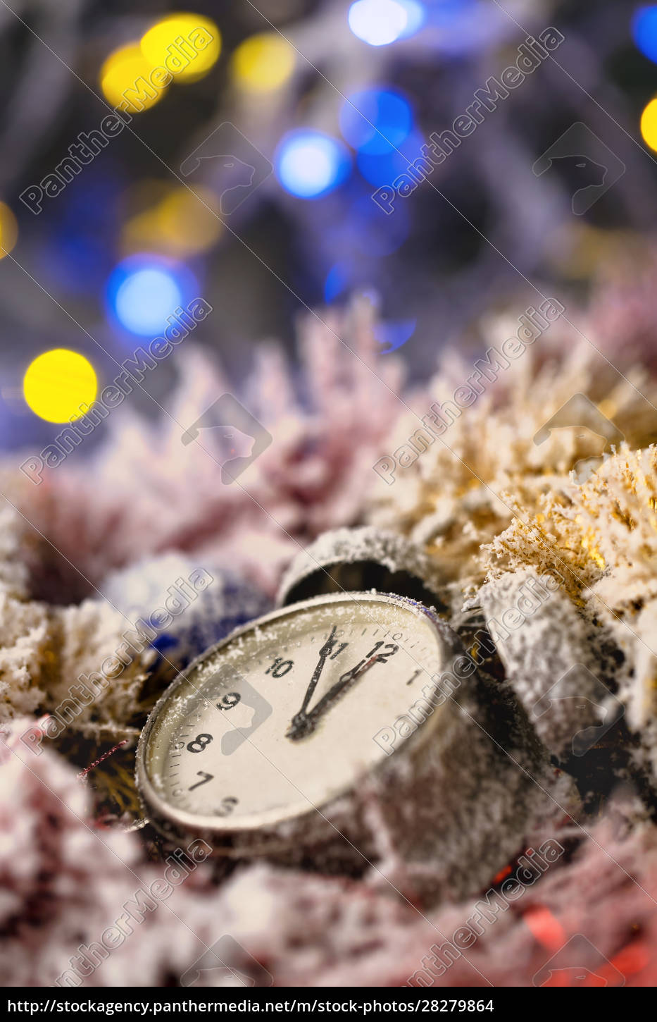 clock, in, christmas, decorations - 28279864