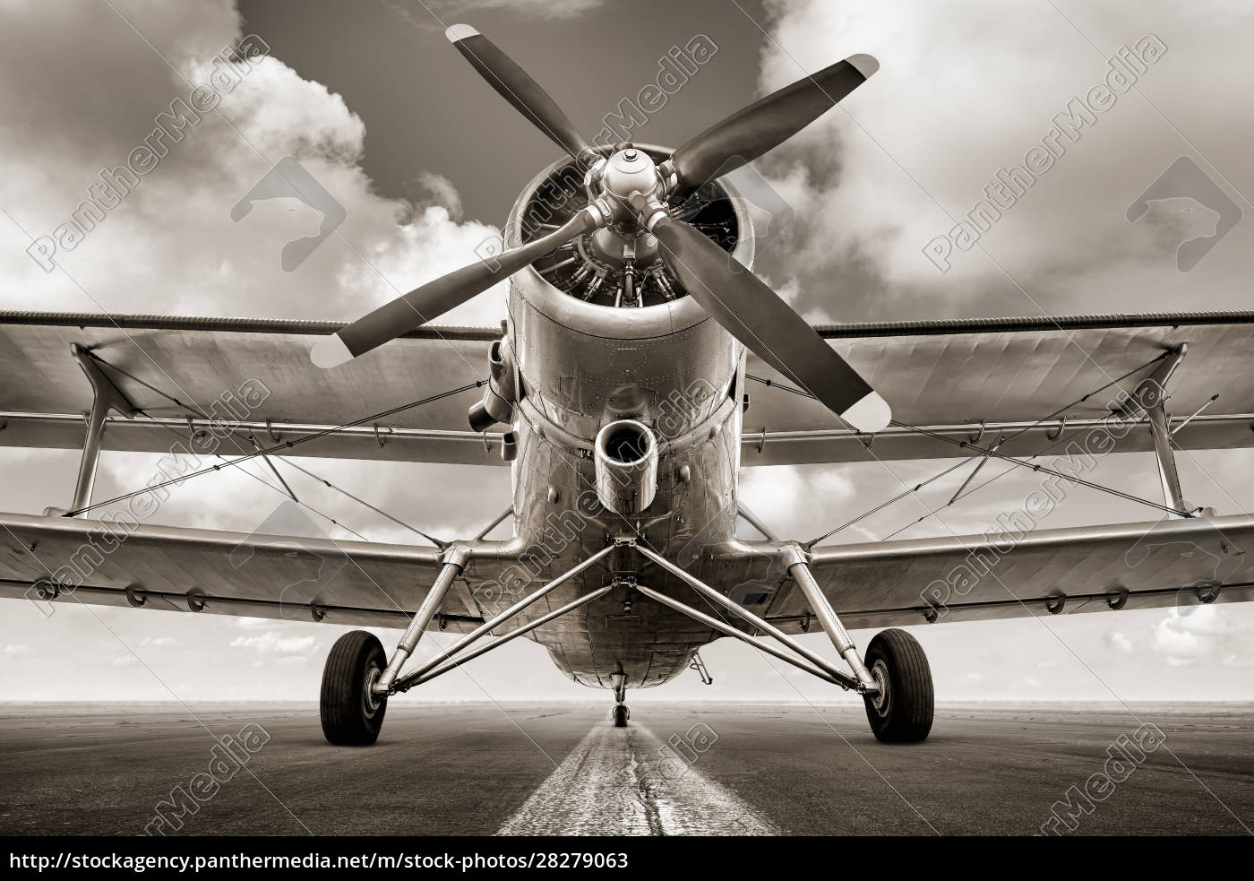 sports, plane, on, a, runway, waiting - 28279063