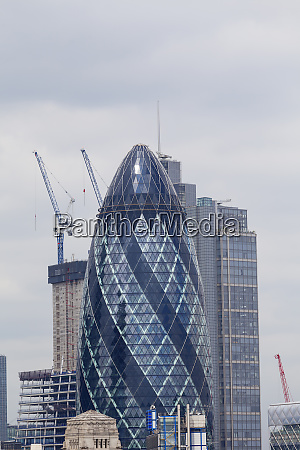 londons primary financial district the city