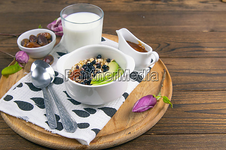 healthy breakfast with oatmeal with bluberrys