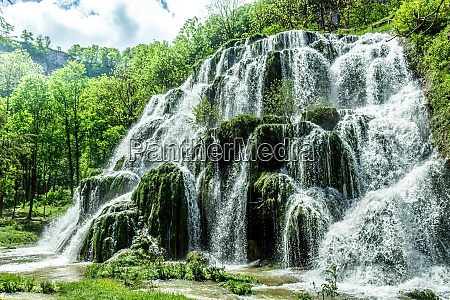 beaumes les messieurs tuffs waterfall rock