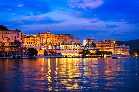 udaipur city palace in the evening