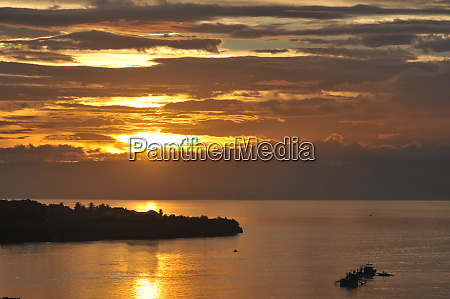 sunset om bohol in the philippines